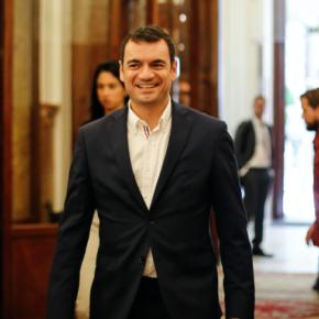 Ciudadanospreguntaal Gobierno de España si está cumpliendo con la Ley de Seguridad Aérea en los aeropuertos de Canarias
