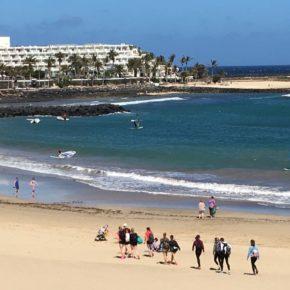 Cs pide al Ayuntamiento de Teguise un estudio de viabilidad para balizar las playas de uso compartido entre bañistas y deportistas