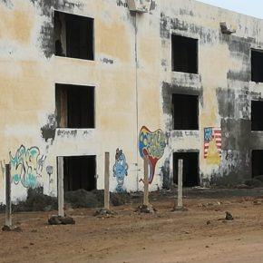 Ciudadanos pide al Ayuntamiento de Yaiza que tome medidas ante el peligro de derrumbe de un hotel abandonado en Playa Blanca