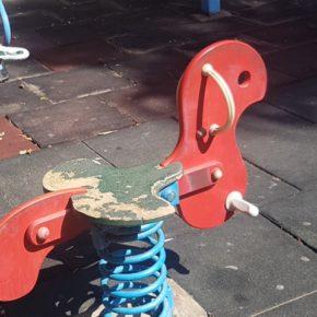 Ciudadanos denuncia el lamentable estado en el que se encuentran los parques infantiles de Morro Jable