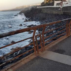 Ciudadanos denuncia el estado de abandono en el que se encuentran las barandillas de la Avenida Marítima de Garachico