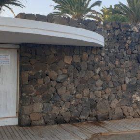 Ciudadanos urge al Ayuntamiento de Teguise a poner en funcionamiento los aseos públicos de Playa Bastián