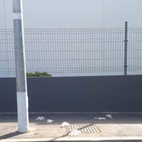 Cs pide al consistorio granadillero una campaña para concienciar a la población de no tirar guantes y mascarillas por las calles